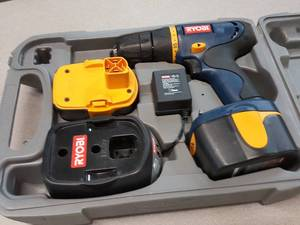 This Ryobi drill kit looks new and comes