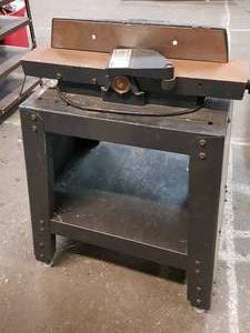 Very nice wood planer and stand
